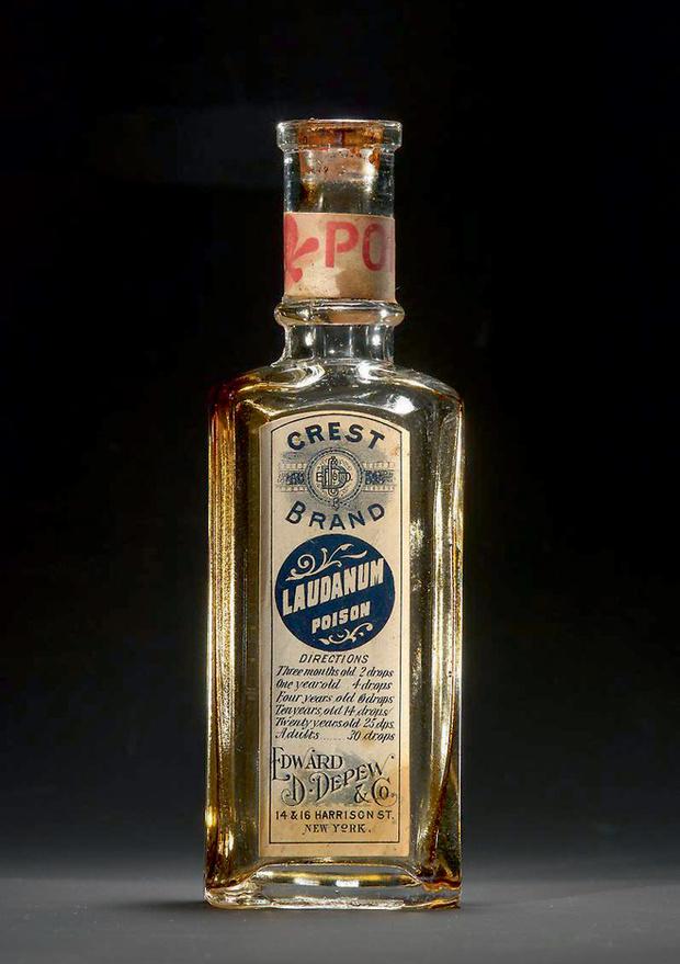 Фото №3 - Радий и еще 5 смертельных веществ, которые раньше свободно продавались в аптеках