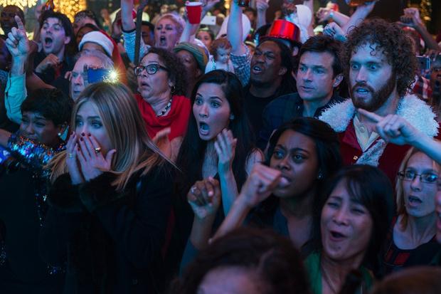 Фото №2 - «Новогодний корпоратив»: все ужасы офисной вечеринки в одном фильме
