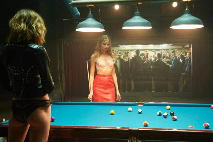Фото №1 - Дерзкая рекламная кампания нижнего белья, которая перевернет твое отношение к бильярду