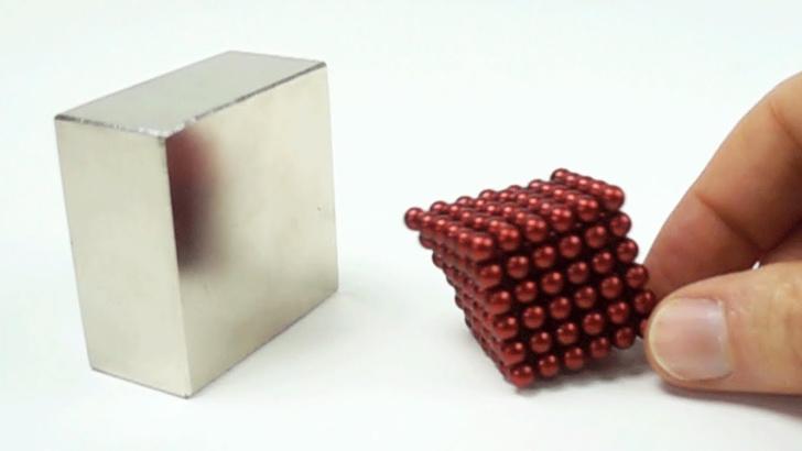 Фото №1 - ВИДЕО для медитации: столкновение магнитов в замедленной съемке