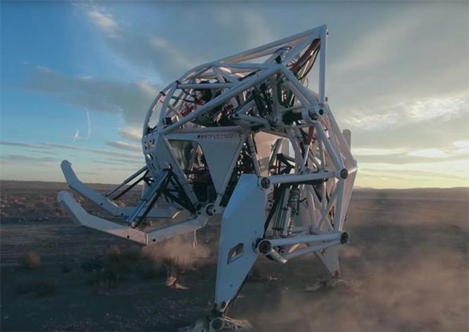 Фото №4 - Миру показан первый пятиметровый робот для скачек!