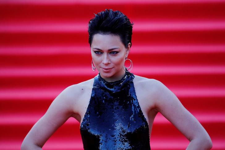 Фото №2 - Ликуй! Актриса и певица Настасья Самбурская снялась в рекламе полностью обнаженной!