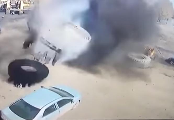 Фото №1 - Против шины «БелАЗа» нет приема! Разрушительное видео!