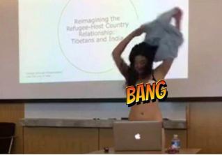 Студентка разделась во время доклада назло преподавателю. ВИДЕО!