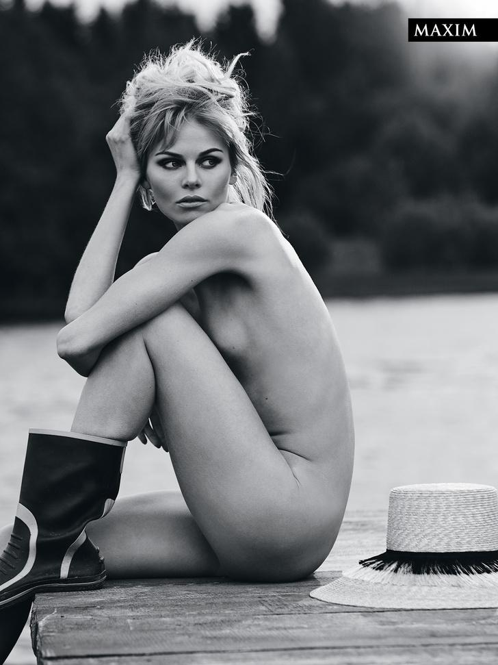 Фото №2 - Актуальный луг сезона: актриса Анастасия Стежко в откровенной фотосессии MAXIM