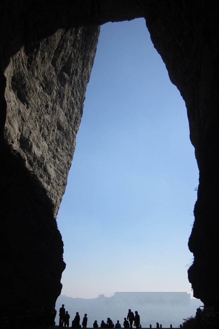 Фото №3 - Осмотр на месте: дырявая гора Тяньмэнь, Китай