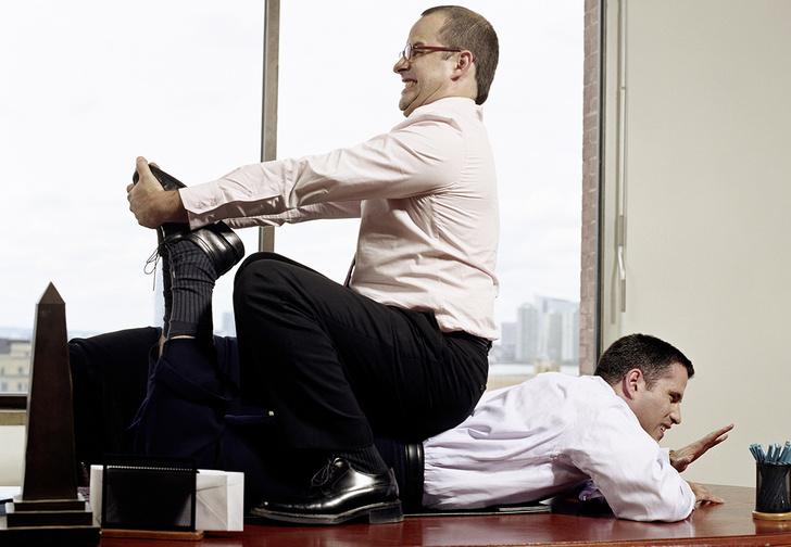 Фото №2 - Пусть сильнее грянет буллинг! Почему мужчинам так нравится издеваться друг над другом