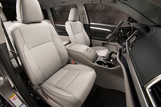 Toyota Highlander: харизматичное авто с кожаным рулем с подогревом и защитой от барсеточников