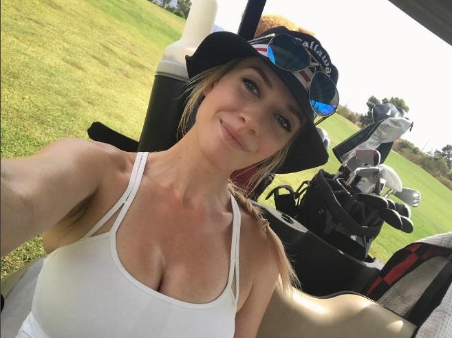 Фото №1 - Самая горячая гольфистка в мире выступила в защиту глубокого декольте!