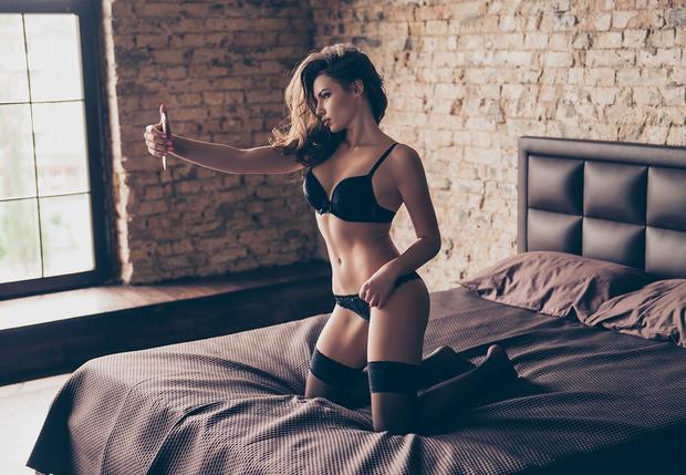 Фото №1 - Новый вид вымогательства в Интернете: хакеры требуют интимные фото!