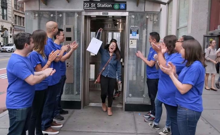Фото №2 - Желающие первыми купить iPhone X стали жертвами жестокого розыгрыша (чудовищное ВИДЕО)