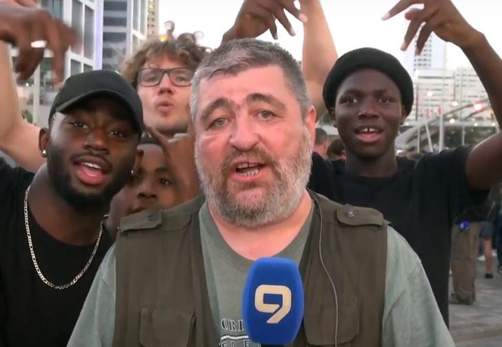 Фото №1 - Репортер уровня «бог»: русскоязычный журналист проявил фантастическую выдержку в прямом эфире (видео)