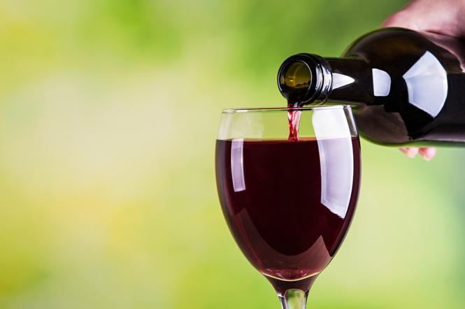 Фото №1 - Молоко, красное вино, шоколад и витамин Е: как не переборщить