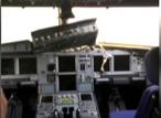 У лайнера в полете разбилось лобовое стекло, и пилота засосало в дыру! Но борт таки удалось посадить (ВИДЕО)
