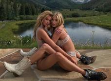Модели снялись во эротической фотосессии во костюме ковбоев!