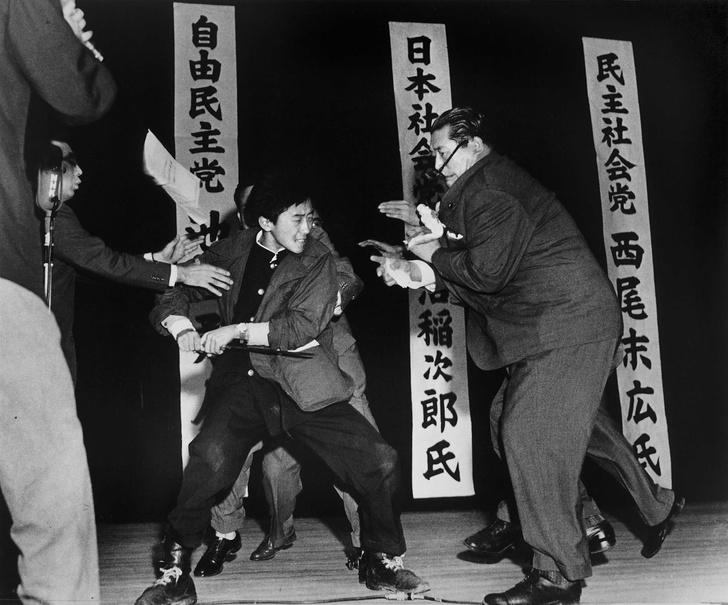 Фото №1 - История одной фотографии: покушение на японского политика в октябре 1960 года