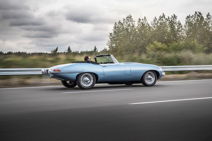 Фото №7 - Кто посмел перевести легендарный Jaguar E-Type на электричество?! Ой, это же они сами…