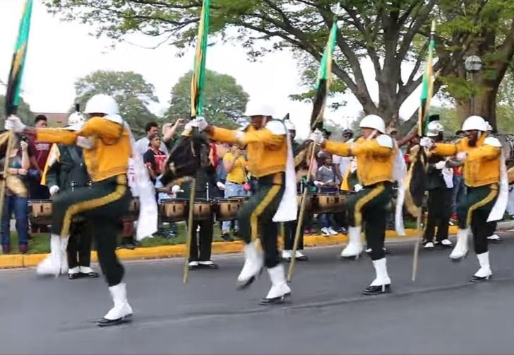 Фото №1 - Самый дикий и странный марш на свете! ВИДЕО