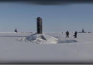 Редкое природное явление: три подводные лодки пробиваются сквозь лед! ВИДЕО!