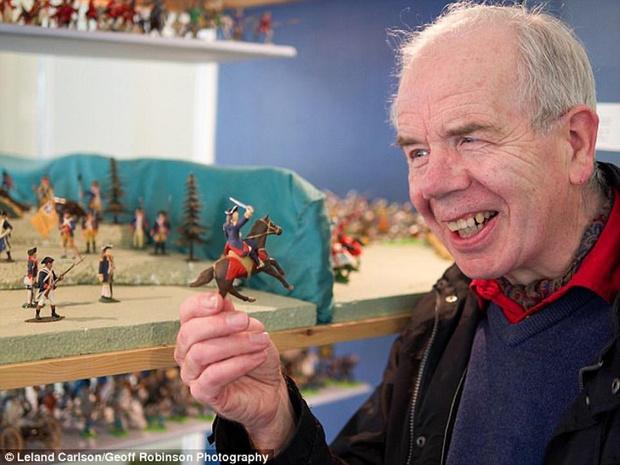 Фото №4 - Британец потратил большую часть жизни на коллекционирование банок и получил титул самого скучного человека в стране