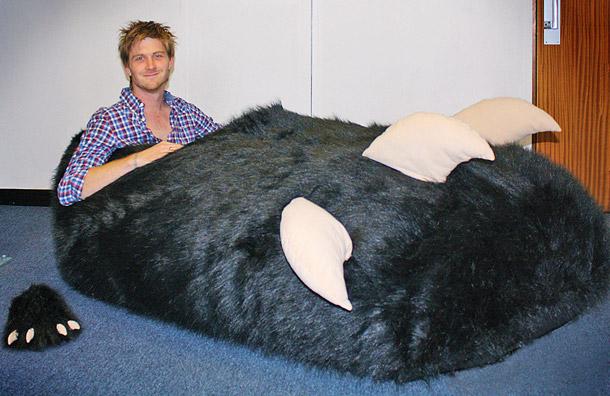 Фото №1 - Том и гигантский тапок