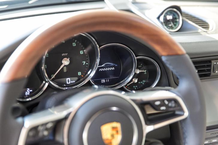 Фото №4 - Миллионный Porsche 911 стилизовали под модель 50-летней давности