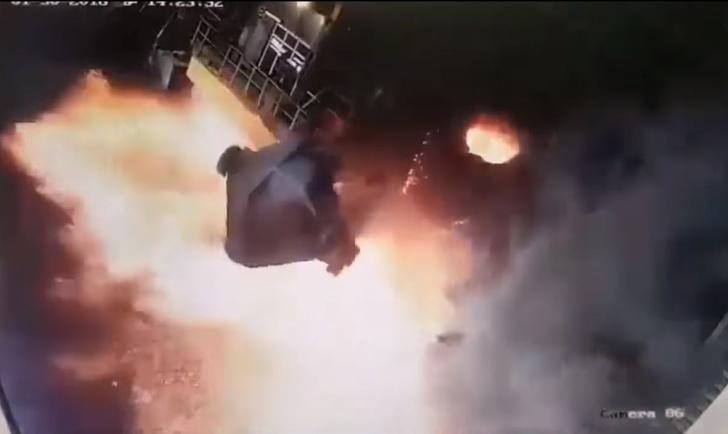 Фото №1 - Авария на заводе: раскаленная сталь вырвалась на свободу — страшное и красивое ВИДЕО