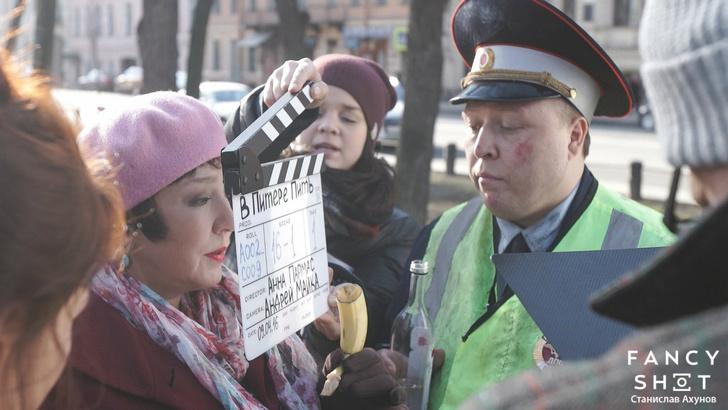 Фото №6 - Гаишник — клоун, таксист — кавээнщик. Кто и как создавал главный клип весны «В Питере — пить!»