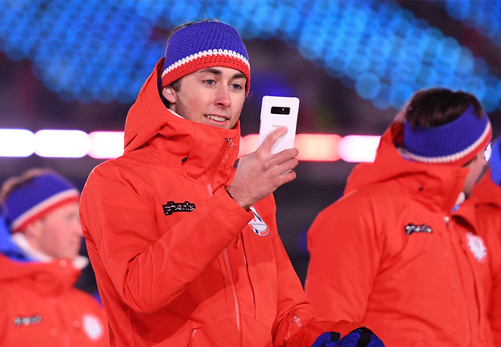 Фото №1 - Все спортсмены Олимпиады получили флагманский смартфон Samsung! Кроме команд Ирана и Северной Кореи