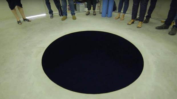 Фото №1 - Посетитель музея провалился в художественную инсталляцию