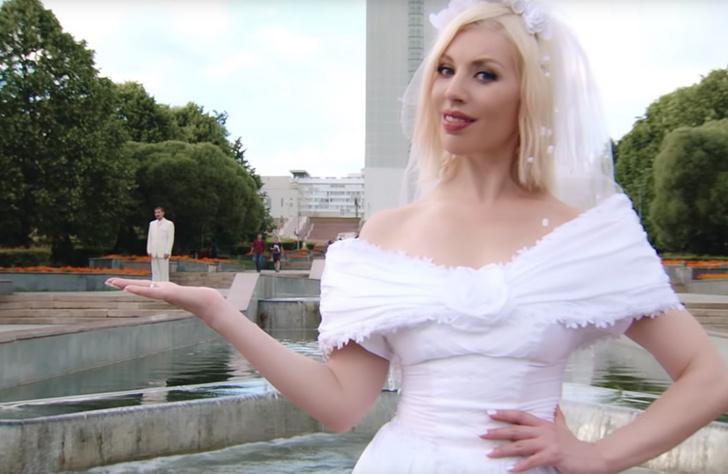 Фото №2 - «Пьяная любовь»: неожиданно смешной клип Димы Билана про беспощадную русскую свадьбу
