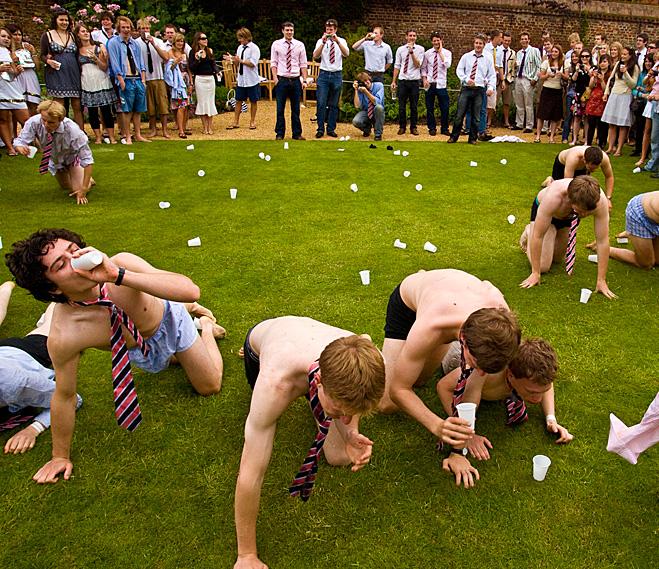 Прием студентов Кембриджа в клуб пьяниц