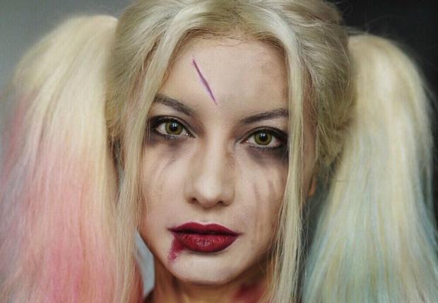Фото №1 - Бьюти-блогерша из Китая превращает себя в знаменитостей с помощью макияжа