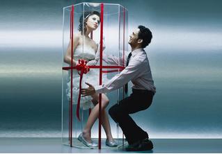Подружка застукала парня за изменой, и он попытался выдать любовницу за секс-куклу (находчивое ВИДЕО)