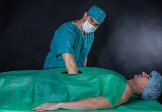Парень пять месяцев успешно выдавал себя за врача с помощью халата и стетоскопа!