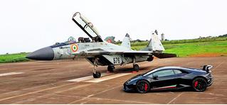 МиГ-29 уделывает Lamborghini. Духоподъемно-патриотическое ВИДЕО