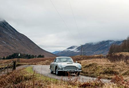 Aston Martin решил воссоздать оригинальную модель DB5 — автомобиль Бонда из «Голдфингера»