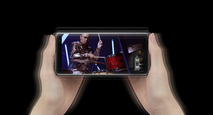 Фото №2 - Любовь с первого использования: Xperia XZ3 скоро поступит в продажу