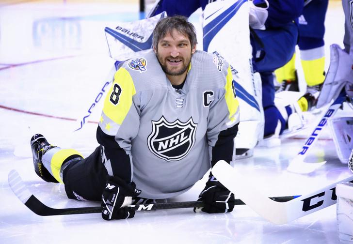 Фото №1 - Русский хоккеист забил гол, от которого вздрогнул мир, а Овечкин показал мускулы
