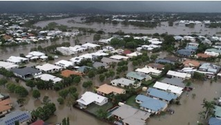 Власти австралийского города Таунсвилл затопили его, чтобы спасти от наводнения