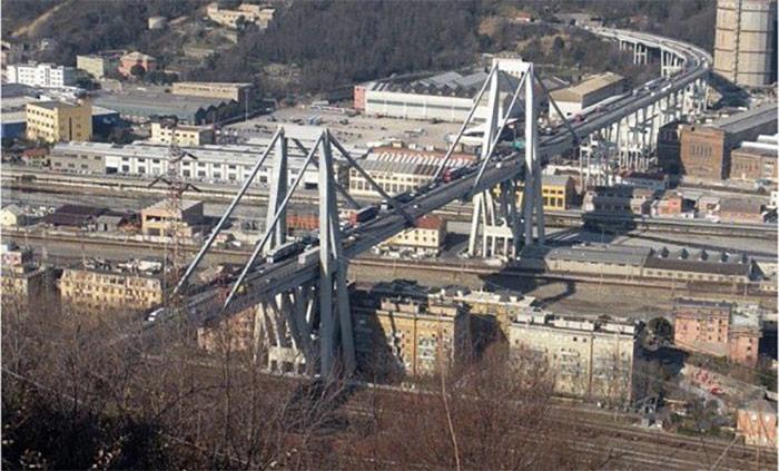 Фото №2 - На севере Италии произошло обрушение автомобильного моста (видео)