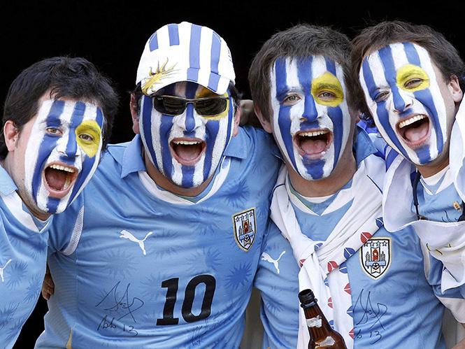 Футбольные болельщики сборной Уругвая