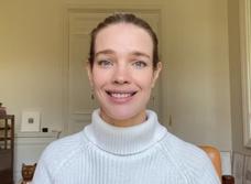 «Этому у вас могут поучиться отличники»: Наталья Водянова записала обращение к выпускникам-двоечникам (видео)