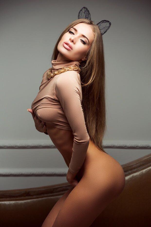 Голая Карина Новак
