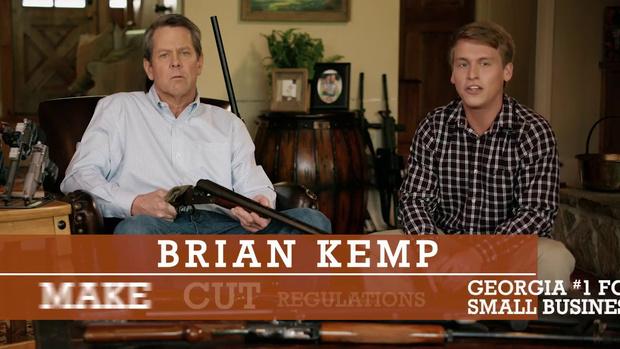 Фото №1 - Кандидат в губернаторы США агитирует, угрожая ружьем поклоннику дочери (ВИДЕО)