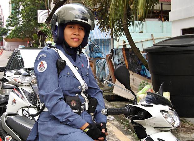 Фото №10 - Самые красивые девушки-полицейские мира
