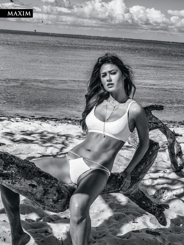 Фото №2 - Анна Кастерова! Наш фотограф настиг беглую телеведущую на пляже в Майами!
