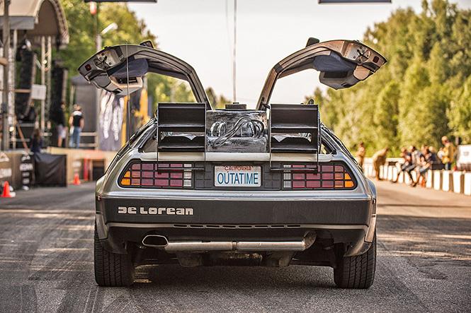Прокатись на машине времени из «Назад в будущее»!
