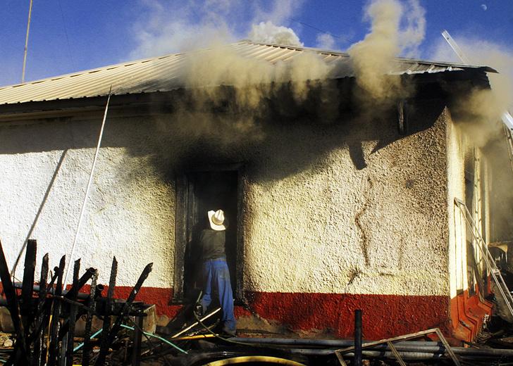 Мышь сожгла дом