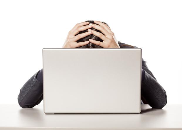 Фото №1 - Наука доказала: социальные сети делают тебя несчастным!